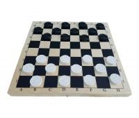 Игра шашки с деревянной доской